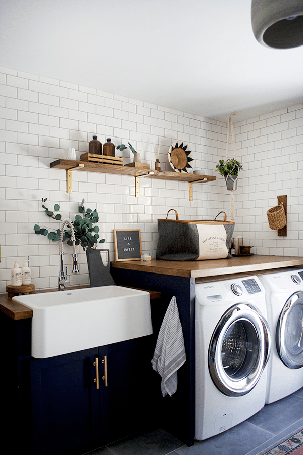modern-farmhouse-vintage-navy-laundry-room.png