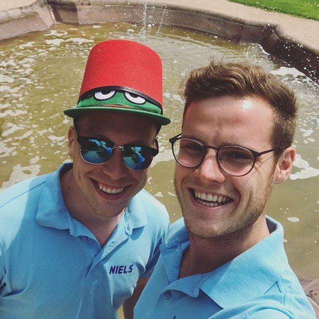 "🇩🇪Die Tour Eucor stellt sich vor #6: Begleitteam-Leitung  Die Leitung des Begleitteams übernehmen dieses Jahr Niels und Maxi (beide @kitkarlsruhe, Master Wirtschaftsingenieurwesen). Sie sind die Schnittstelle zwischen der Tour Eucor Orga und dem Begleitteam, welches von der Fachschaft WiWi am KIT gestellt wird. 🇫🇷Le Tour Eucor se présente #6 : Le responsable de l'équipe d'accompagnement plus souvent appelée ""Begleitteam""  Cette année, ce sont Niels et Maxi (tous deux @kitkarlsruhe, master en géni industriel) qui se retrouvent à la tête de la Begleitteam.  Ils font le lien entre l'Orgateam et la Begleitteam, composée de membres de l'association étudiante des cursus d'économie du KIT.  #toureucor #toureucor19 #te19 #team #begleitteam"