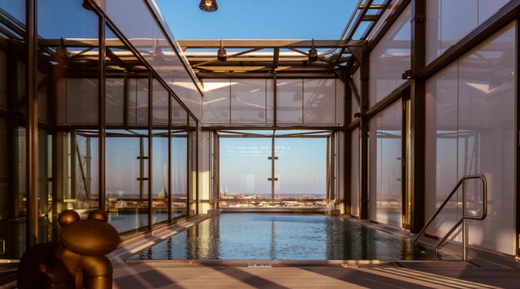 pool-sculpture-heaven-clarion-hotel-helsinki.jpg
