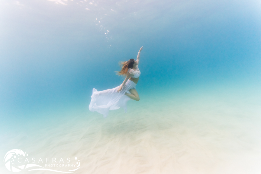 Mermaid Lila practicing underwater movement with photographer Cassie Pali in Kona, Hawai'i ( @Casafras_h2o ).