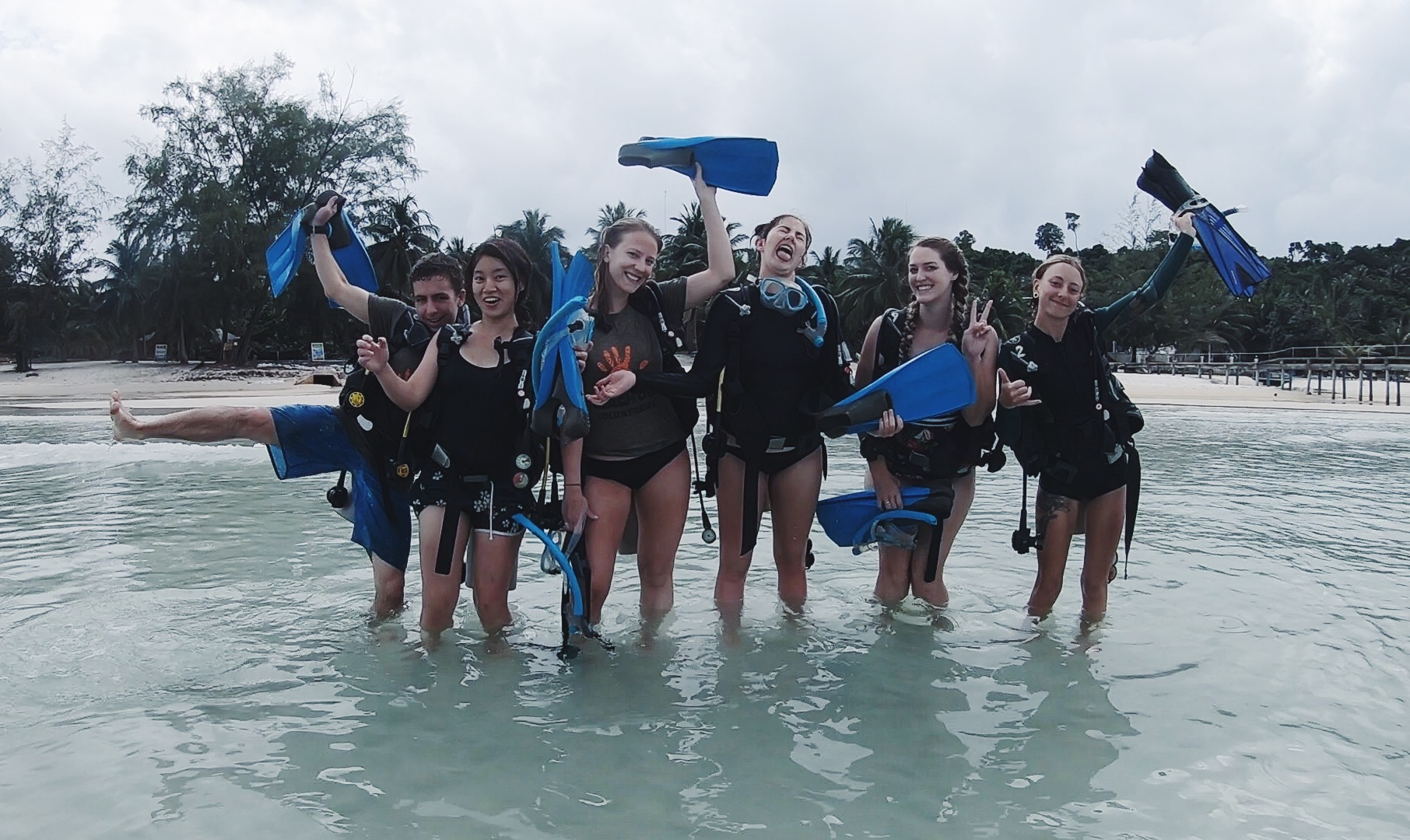 Coral restoration is IMPORTANT! It's girls and boys like these who are working hard and trying to make a difference! - Photo Mariah Appleby ( @mappleby_ )