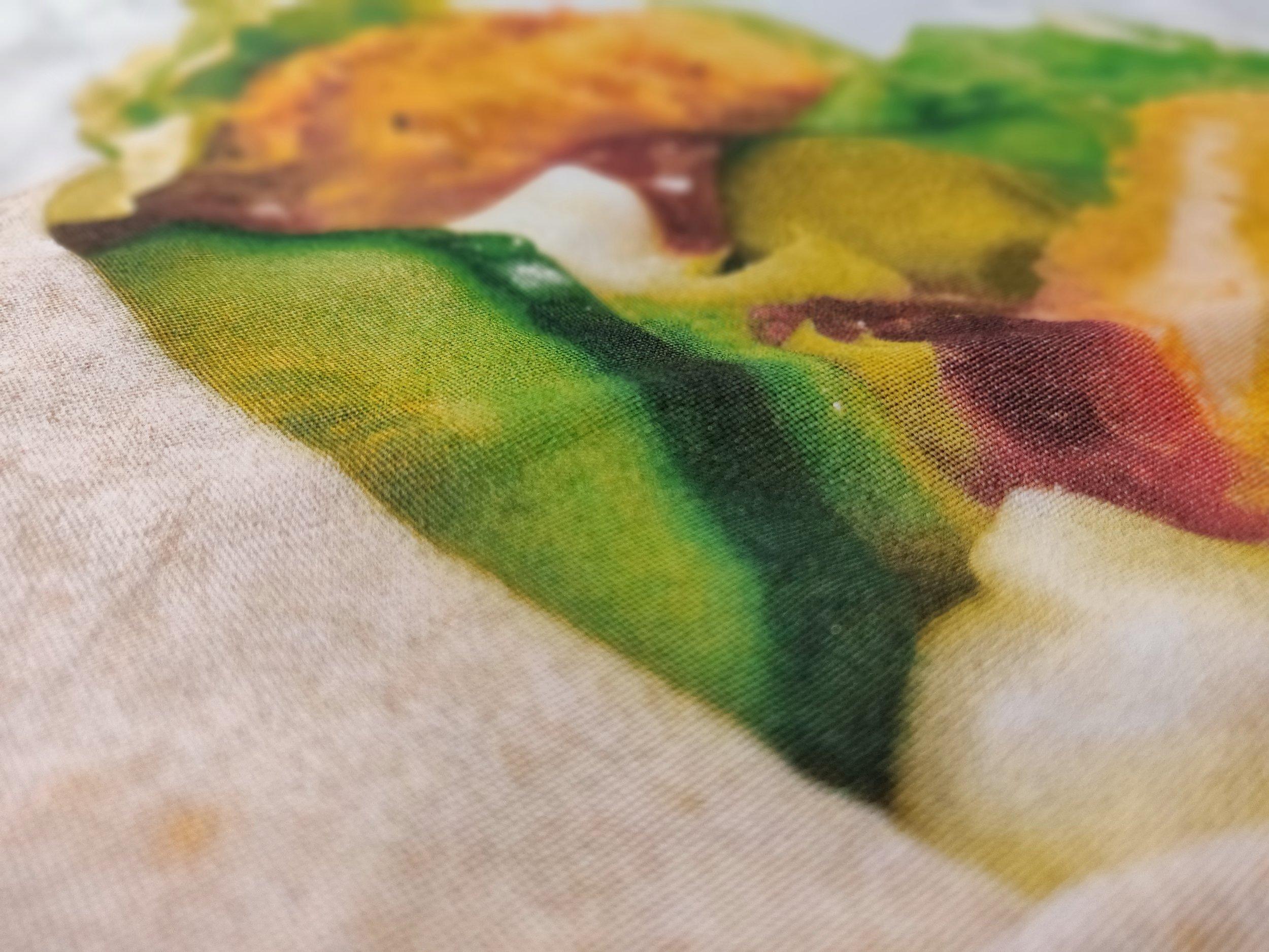 Spottiväri-erikoisvärieroteltu painatus   Painatus soveltuu tummille, värillisille ja vaaleille paidoille. Kun halutaan valokuvamainen painatus paitoihin, tämä tekniikka on siihen paras. Painovärien määrä voidaan arvioida vasta kun olemme nähnyt kuvan painatuksesta. Painofilmit ovat rasteroitua jolloin saadaan myös väriliukumia aikaiseksi.