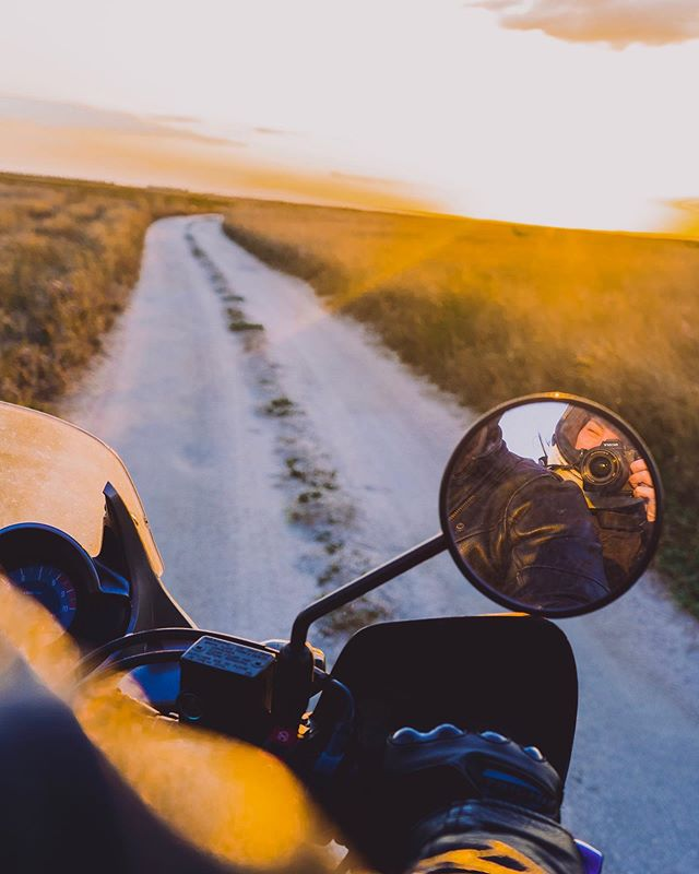In to the sunset 🖤 @dev.brom . . . #motorcycle #transalp #hondatransalp #hondamotorcycles #sunset #motoadventure
