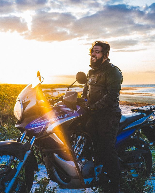 One more time with feeling ❤️ @dev.brom . . . #motorcycle #transalp #hondatransalp #hondamotorcycles #sunset #motoadventure #myfeatureshoot