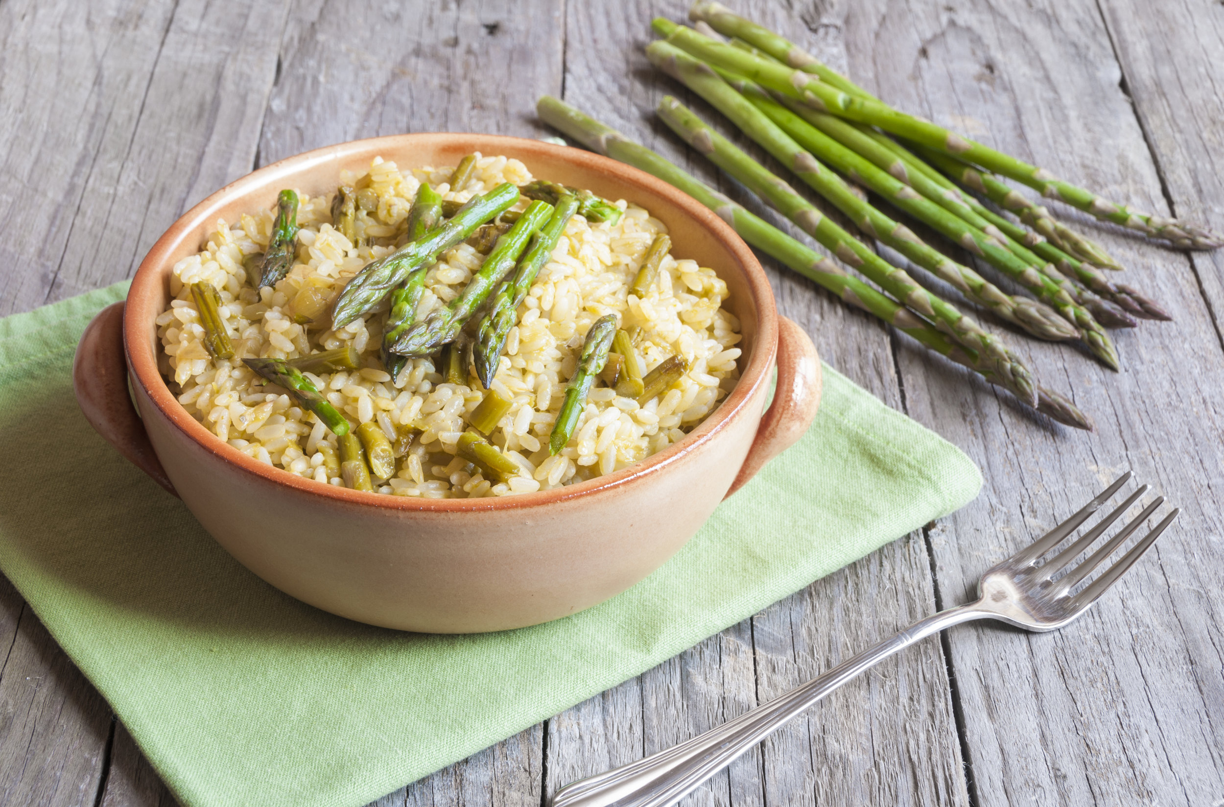 Risotto with asparagus, peas and spinach