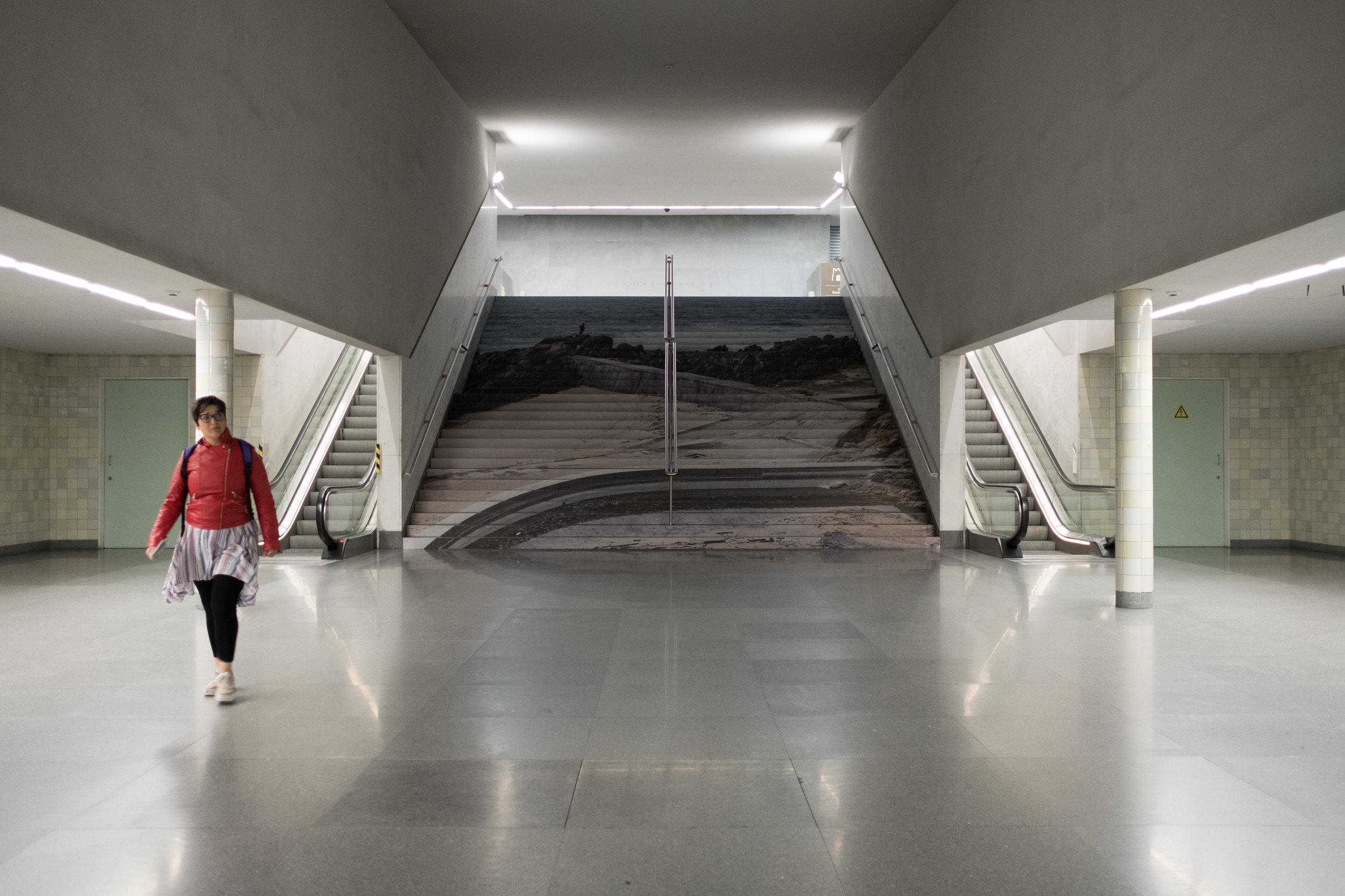 Visita Guiadas com Autores: Visual Spaces of Change / Ci.CLO Bienal Fotografia do Porto 2019: Estações de Metro da Avenida dos Aliados e São Bento, Biblioteca Almeida Garrett, OASRN