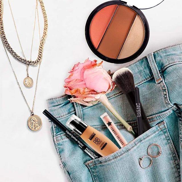 Jeans + accesorios de moda + un buen maquillaje, LISTA PARA TU DÍA!  madison.com  #madisonny #cosmetics #fresamagenta #base  #famouscolours #cosmetics #labial #lips #Contouring #brows #makeup  #makeuprevolution  #face #Glam #beauty