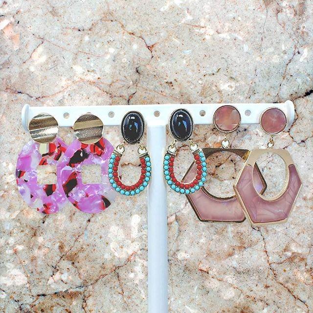 Encuentra los aretes para cada ocasión... Precio: $59 c/u  #accesorios #fashion #moda #bisuteria #aretes #aretesdemoda #collares #necklace #necklaces #necklaceshop #necklacelover #joyeria #joyas #style #like #earring #earrings #earringswag #accesoriosdemoda #regalos #fresamagenta