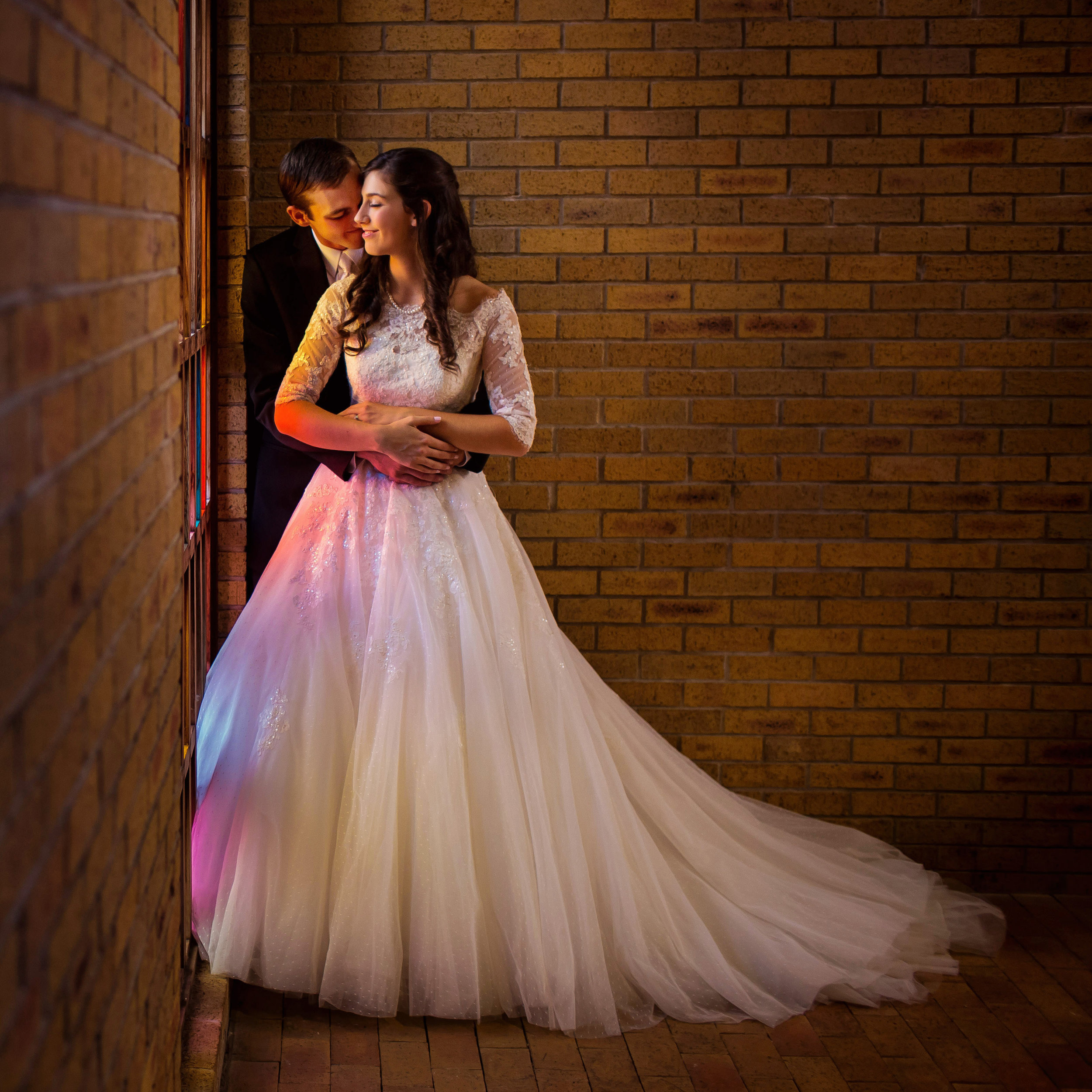 WEDDINGS - From moving moments to powerhouse portraits, we love celebrating love.