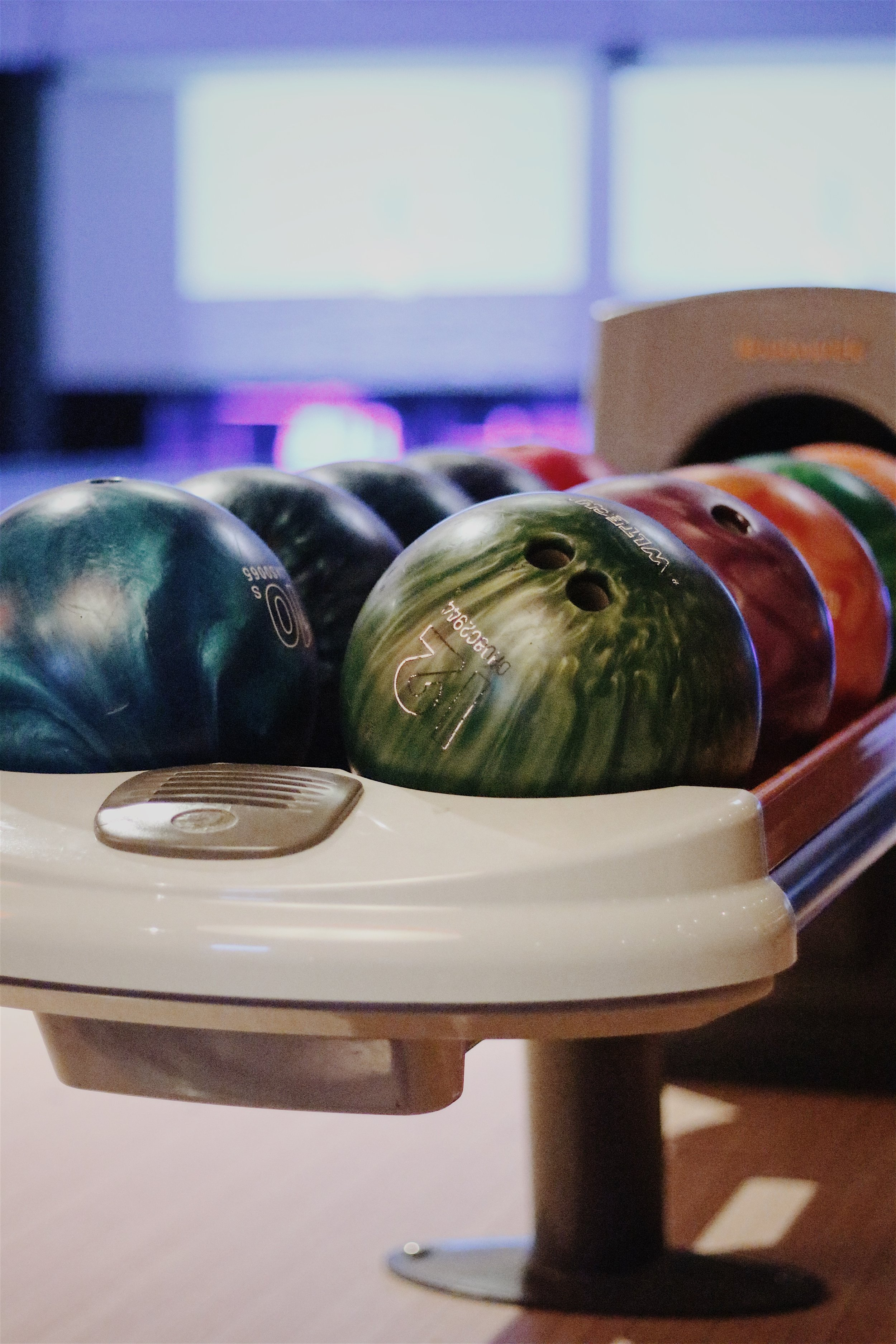bowling - Chippers Lanes has games, food, and family fun for everyone. Arcade, bowling, laser tag, live music… as well as a full bar and beer on tap.