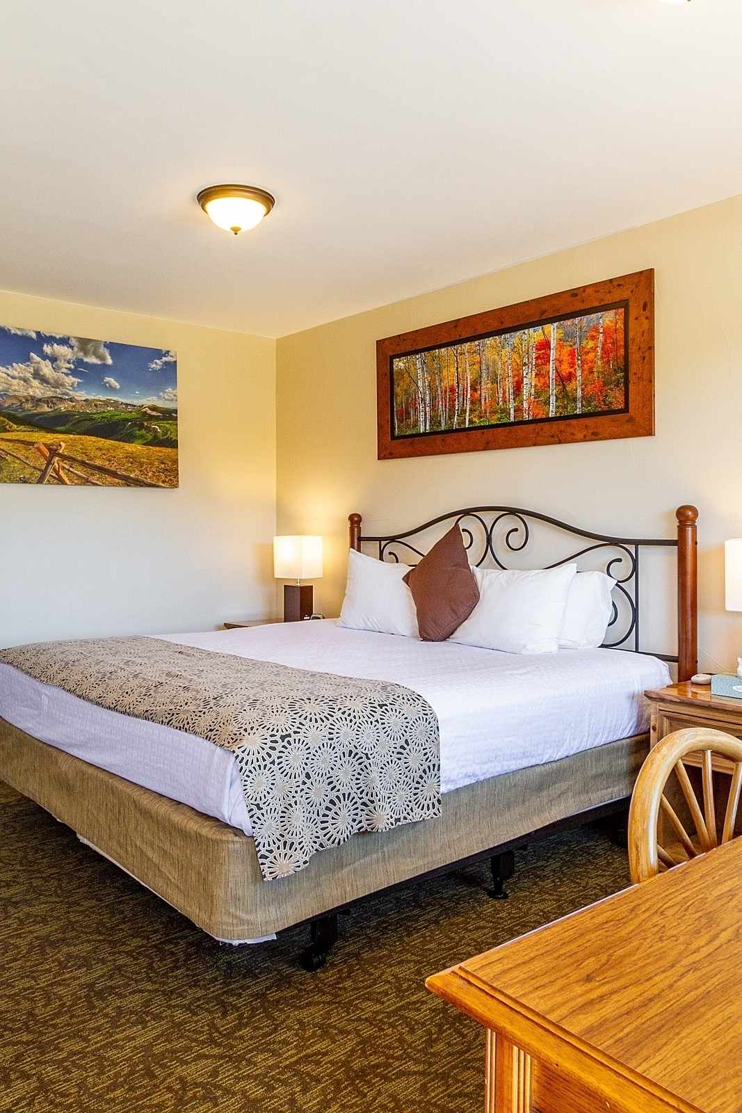 Coyote King - Recently remodeled, the Coyote King is the papa bear of beds. Re-energize and stretch out in comfort after a big day in this non-smoking room surrounded by mountains.