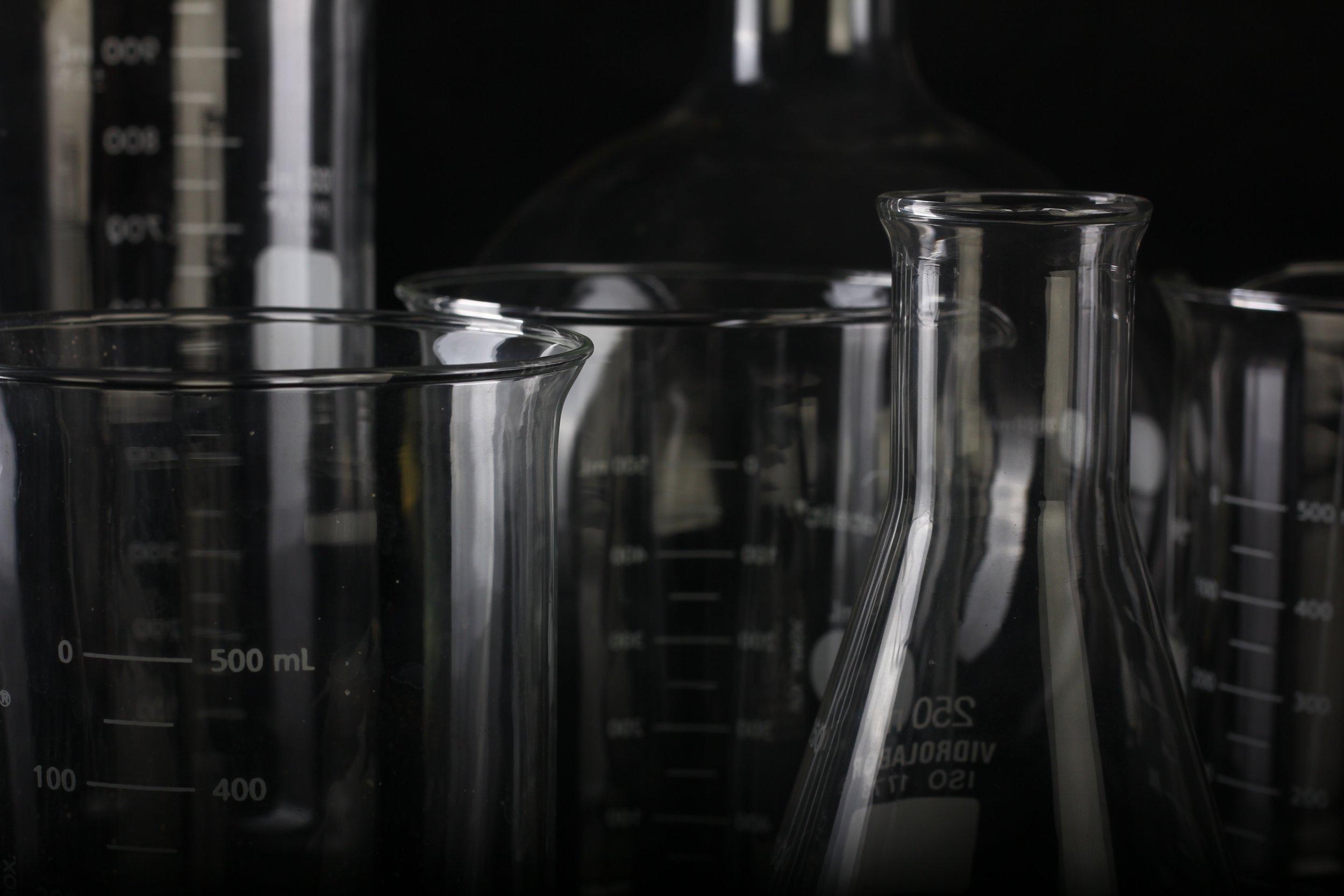 beaker-biology-chemical-1366942.jpg