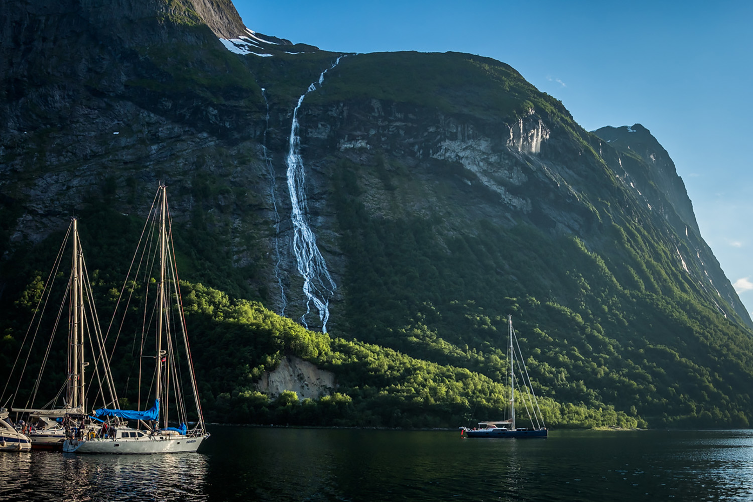 fjords-sailing-Adventure-Travel-Norway-kopi.jpg