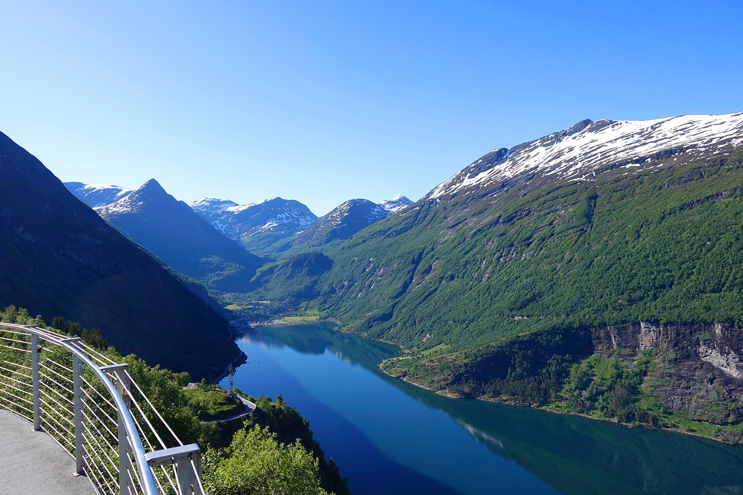 fjords-roads-Adventure-Travel-Norway-kopi.jpg