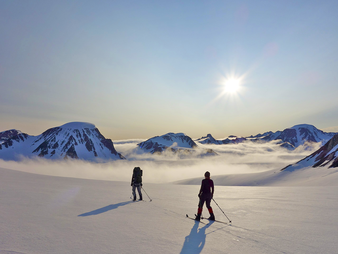 The highest peak on Spitzbergen is Newtontoppen. This is summer-skiing down from the summit.