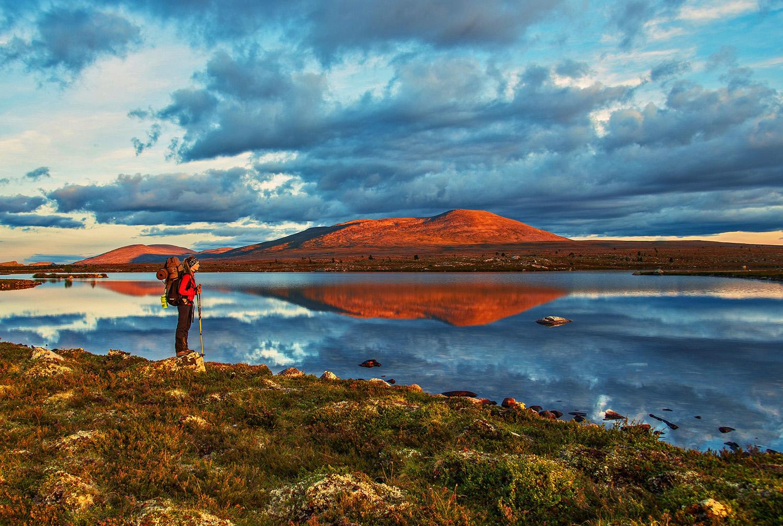 trekking-mountains-lake-kopi.jpg