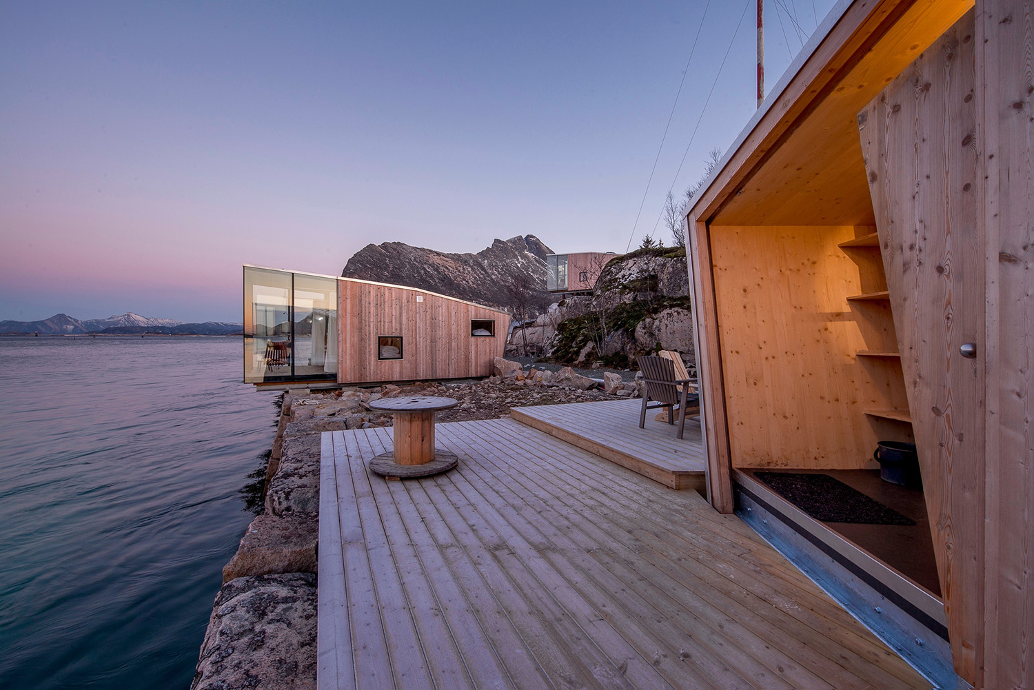 The magic Manshausen Island with it's celebrated cabins