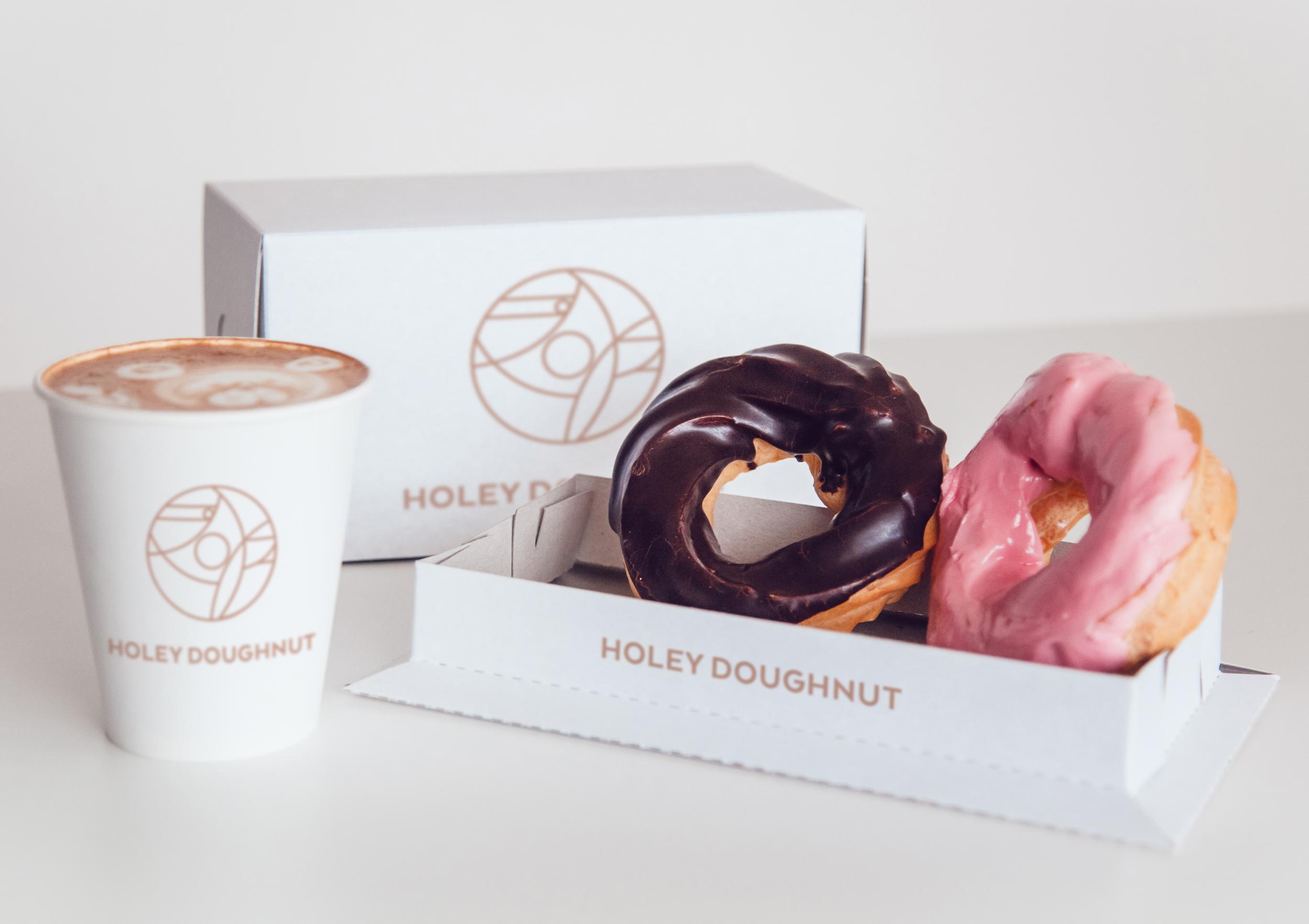 HoleyDoughnut_Mockup_Boxes.png