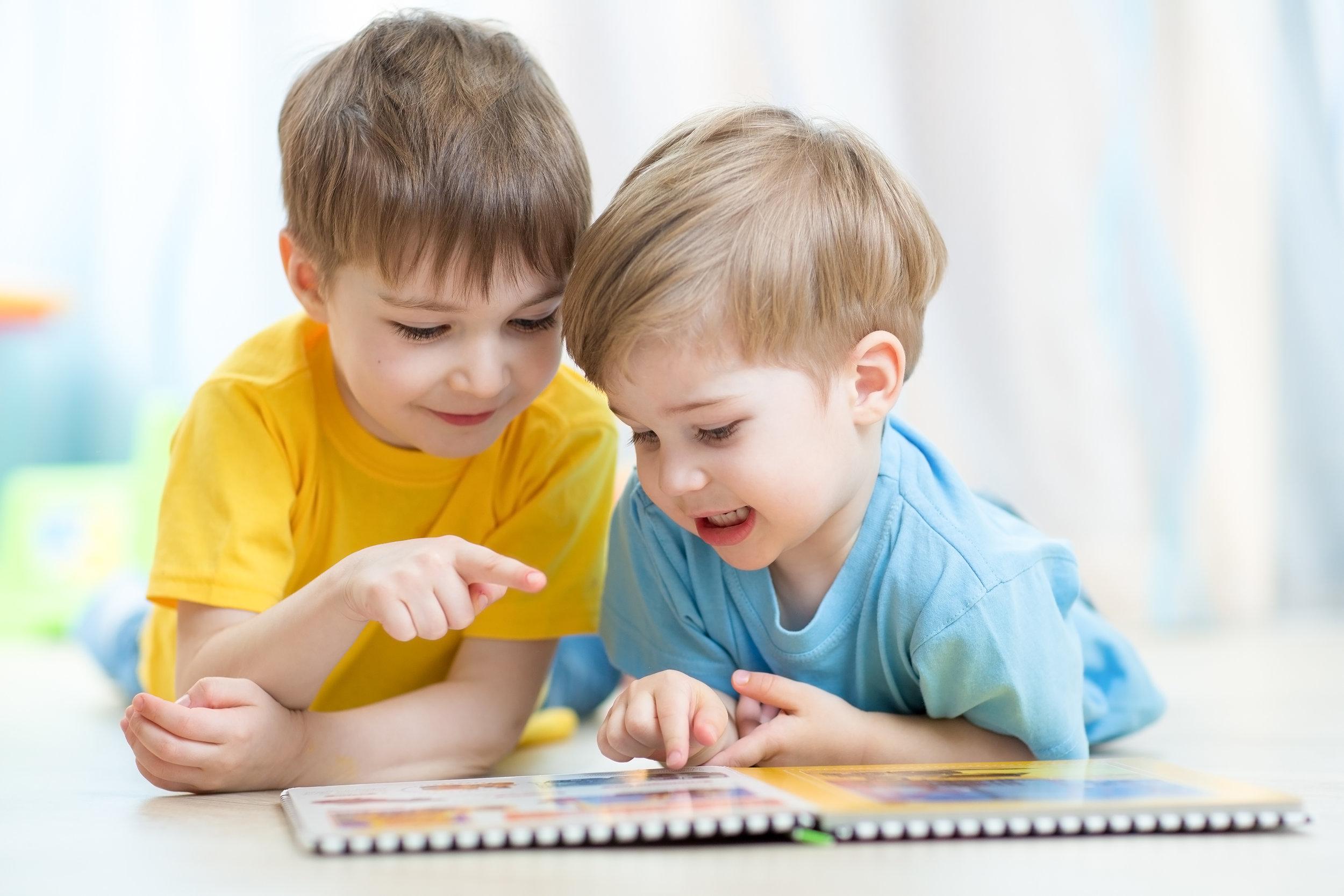 children_reading_42645589_xl.jpg