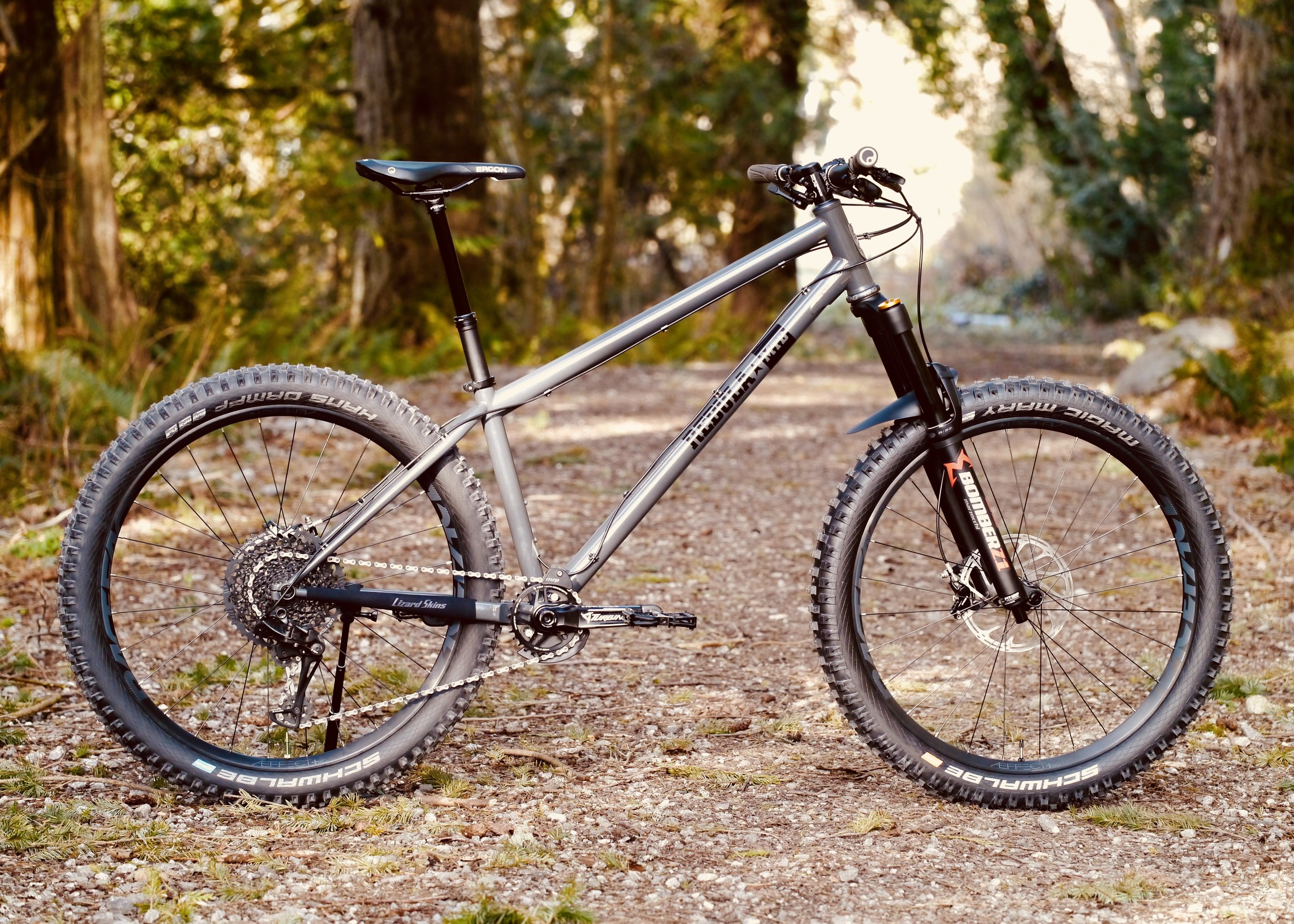"GOSHAWK 150 - Confidence when it's steep and fast27.5"" x 2.8"" Tires150mm Suspension Travel66 Degree Head Angle35mm Stem Length"