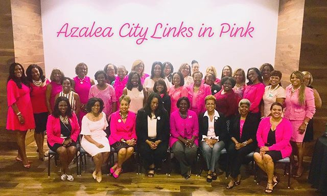 And in October...we wear pink for breast cancer awareness! #linksinpink #breastcancerawareness #linksinc #soaringtogreaterheights 💚