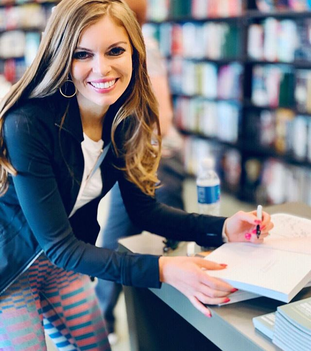 Flashback to Barnes & Nobles at The Grove in LA signing copies of my book. ✨✨ Looking back 10 years ago when I was sick with ulcerative colitis, I could never have imagined this moment. The ketogenic diet saved me when I had lost all hope. Removing sugars and grains from my diet and replacing them with nourishing healthy fats was exactly what my body needed to heal. 💯 I wrote Clean Keto Lifestyle (clever title, huh😜) so anyone who picked it up would have an all encompassing guide to implementing the keto diet the right way. Being able to share my story and knowledge through this book has been so rewarding. Thank you to everyone who has bought the book, also thank you for all the kind messages and the success stories that you have shared with me. It brightens my day to know that this book is changing people's lives.😘😘