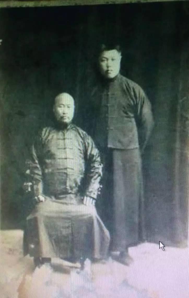 Shang Yunxiang-sitting.jpg