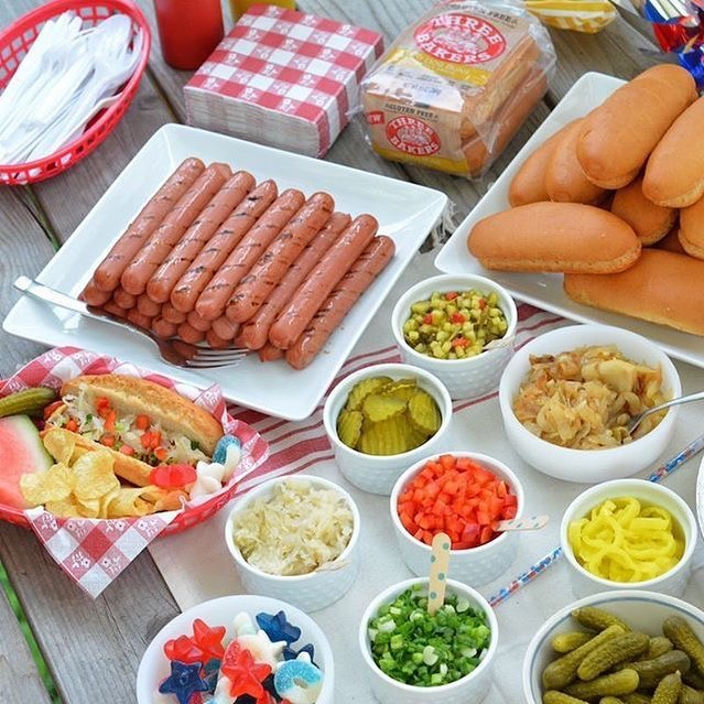 You know I had to share an idea or two with the 4th tomorrow. Hot Dog Bar screams Fun for adults/kids. If you have everything out no running around for bread or fixings it's all together.  Easy for you and the guest will ❤️ it!!