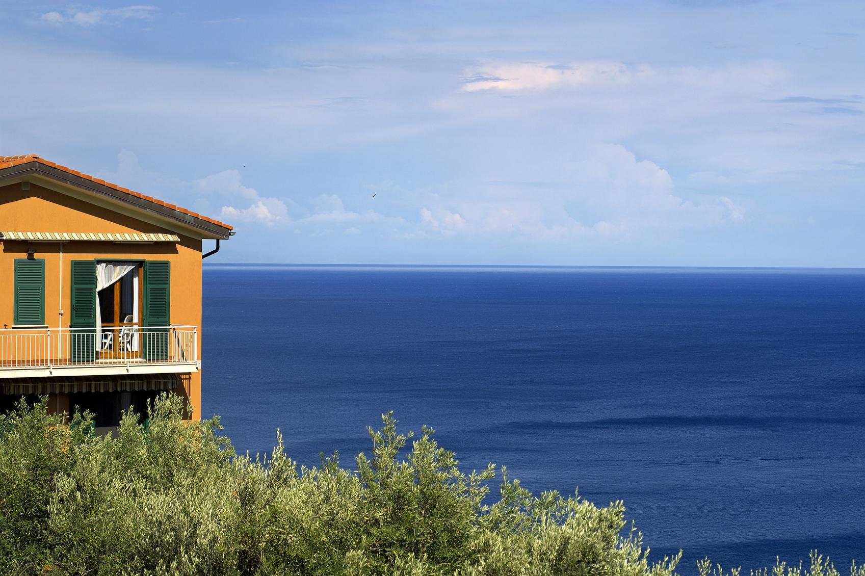 hillside shore house.JPG
