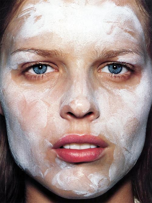 "Eva Herzigova in ""Blanc Absolu"" by Mario Testino for Vogue Paris"