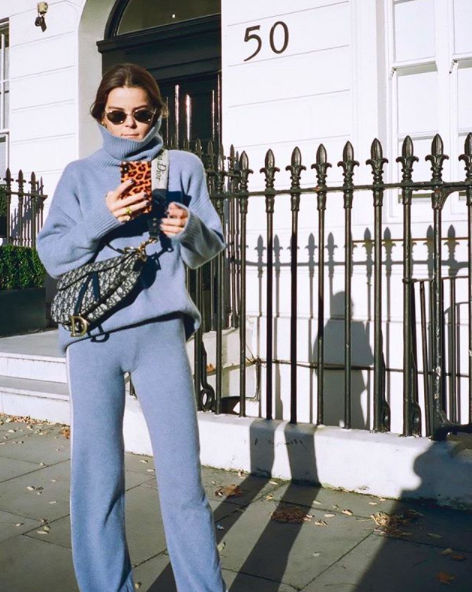 Rikke in her cashmere turtleneck from noName by Mathilde.