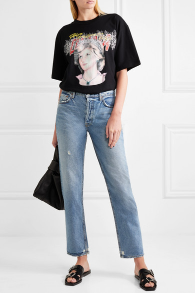 When the it-jeans from GRLFRND are on sale, you suddenly need a new pair, right? Get them  here  at 50% off.  Photo: www.net-a-porter.com