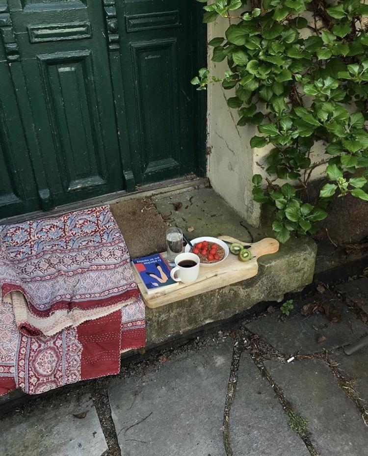 Breakfast outside by Maja