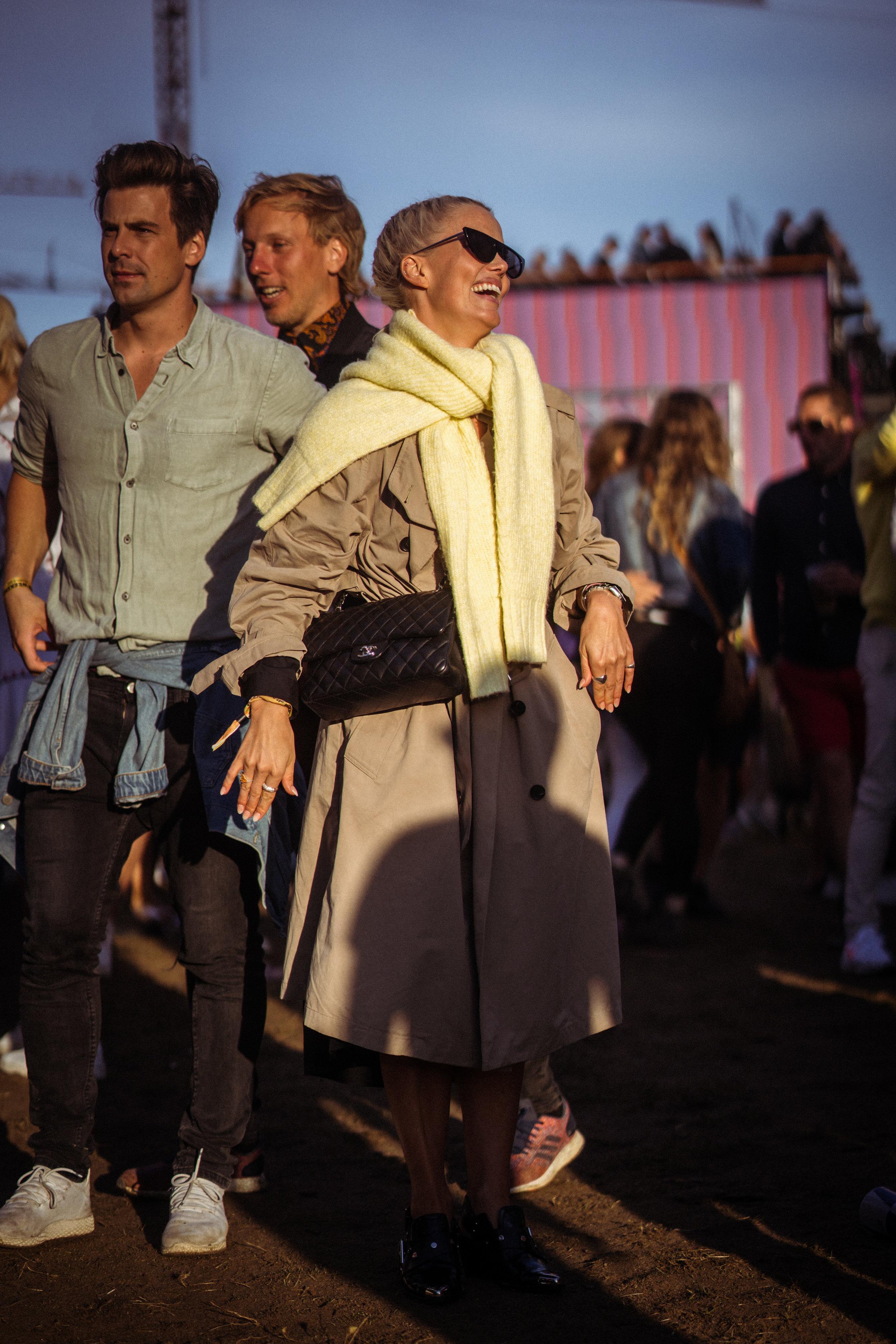 Caroline Nilsen    looking oh-so-stylish in her classic beige trench coat and Chanel bag! Photo: Sander Berhus / Estér Magazine.