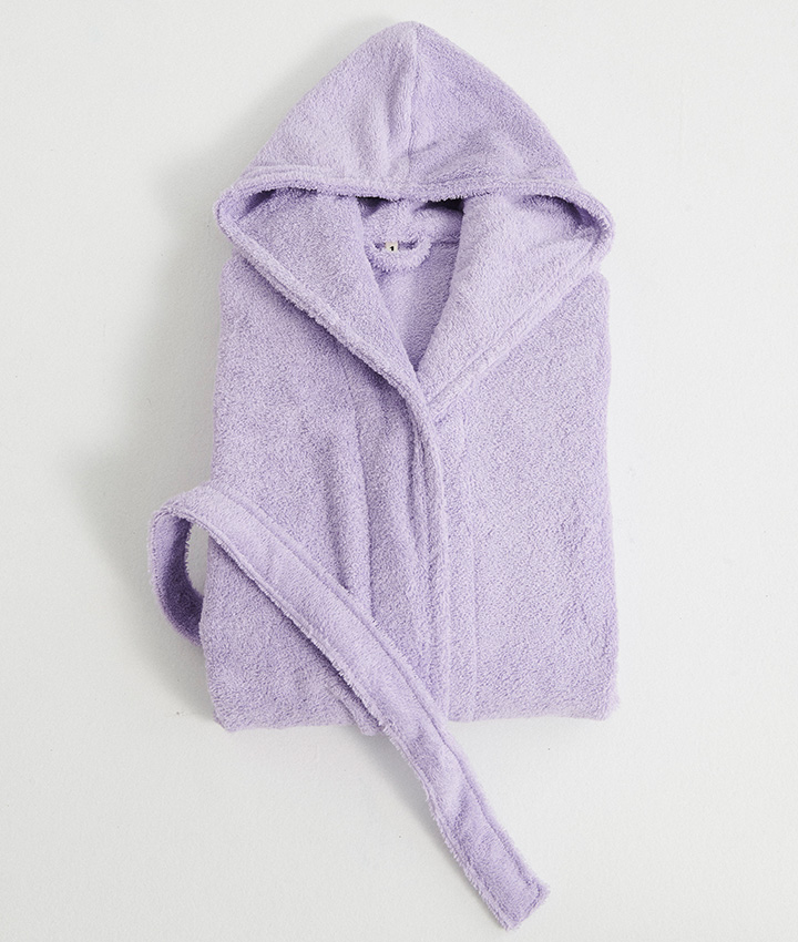 For colder days, there is nothing better than wrapping a bathrobe around you after a warm bath. And this color and softness is to die for! Buy your dream bathrobe  here  and choose your favorite color.cho  Photo by TEKLA.