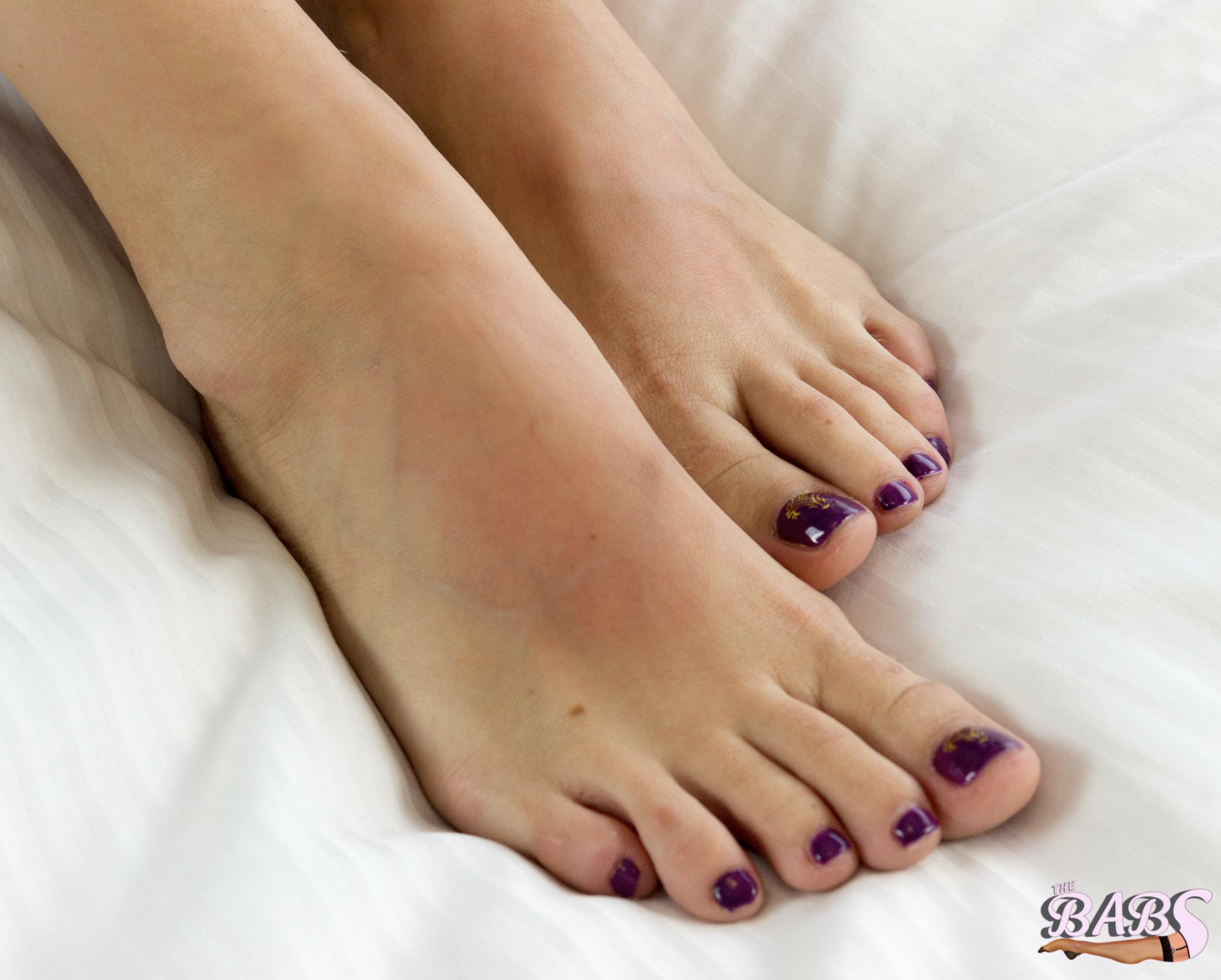 ViVi's SUCKulent Toes.png