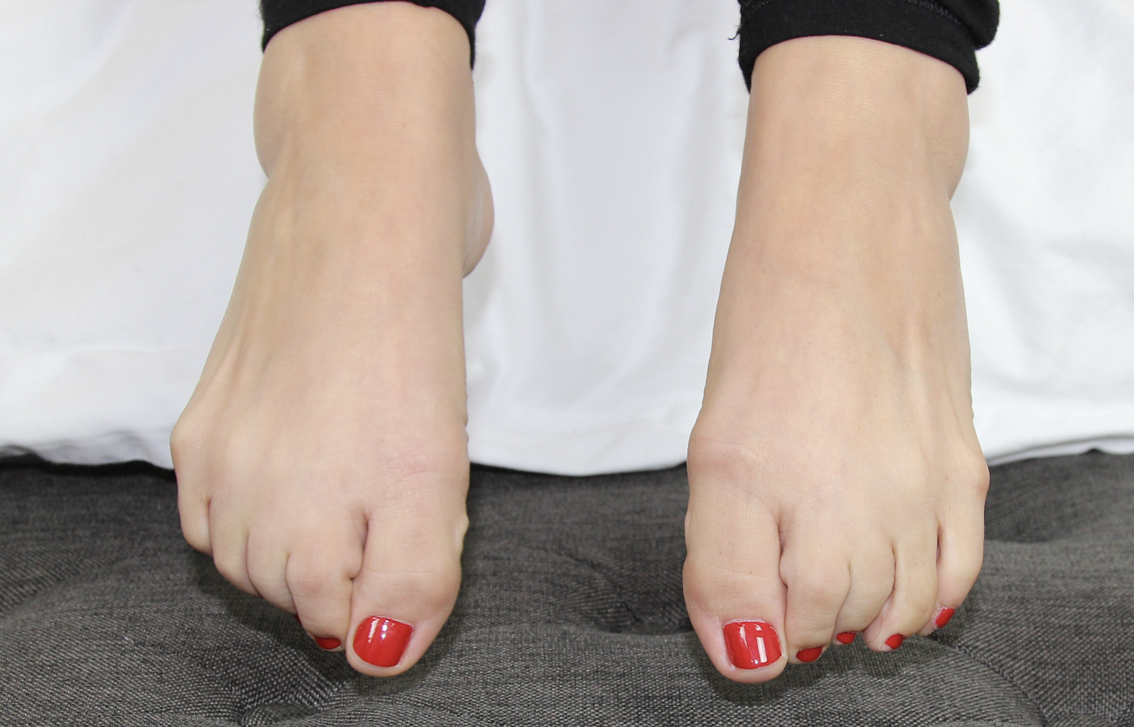 Milleys sexy red toes.png