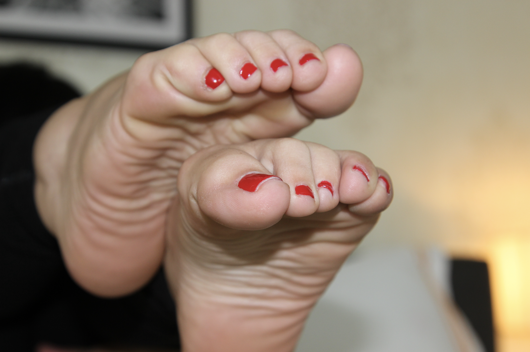 Milleys sexy Red toesss.png