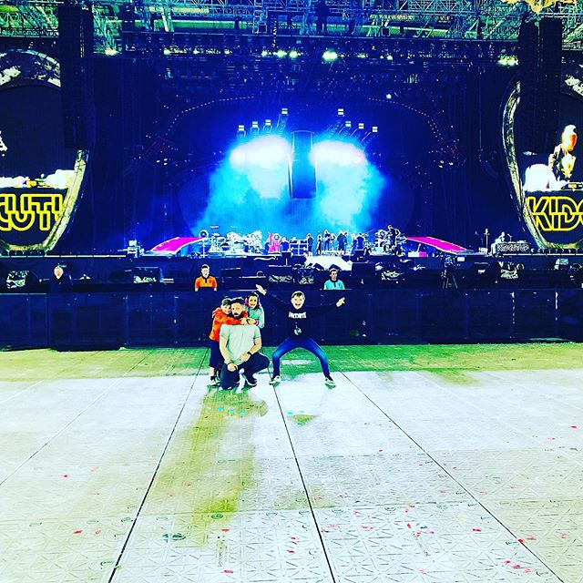 All clear for doors....with a few extra little helpers today! . . #wild #wildmgmt #wildmanagementltd #music #livemusic #artistmanagement #artist_support #promomanagement #tourmanagement #productionlife #liveevents #eventmanagement #artist #band #tourlife #touring