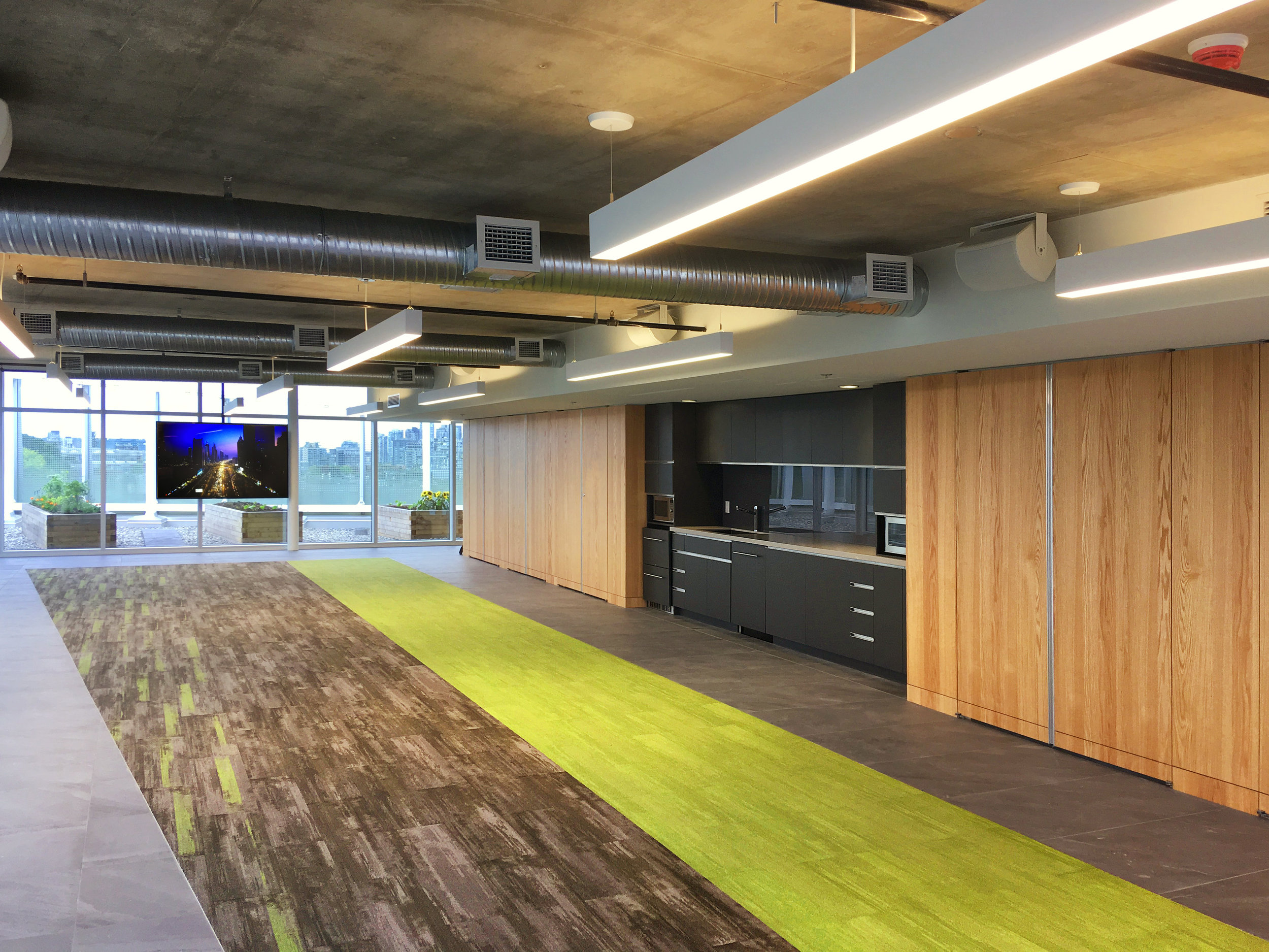 A beautiful jewel on the crown of a prominent commercial development in the heart of Vancouver, this rooftop assembly space has a self-serve, indoor/outdoor AV package.