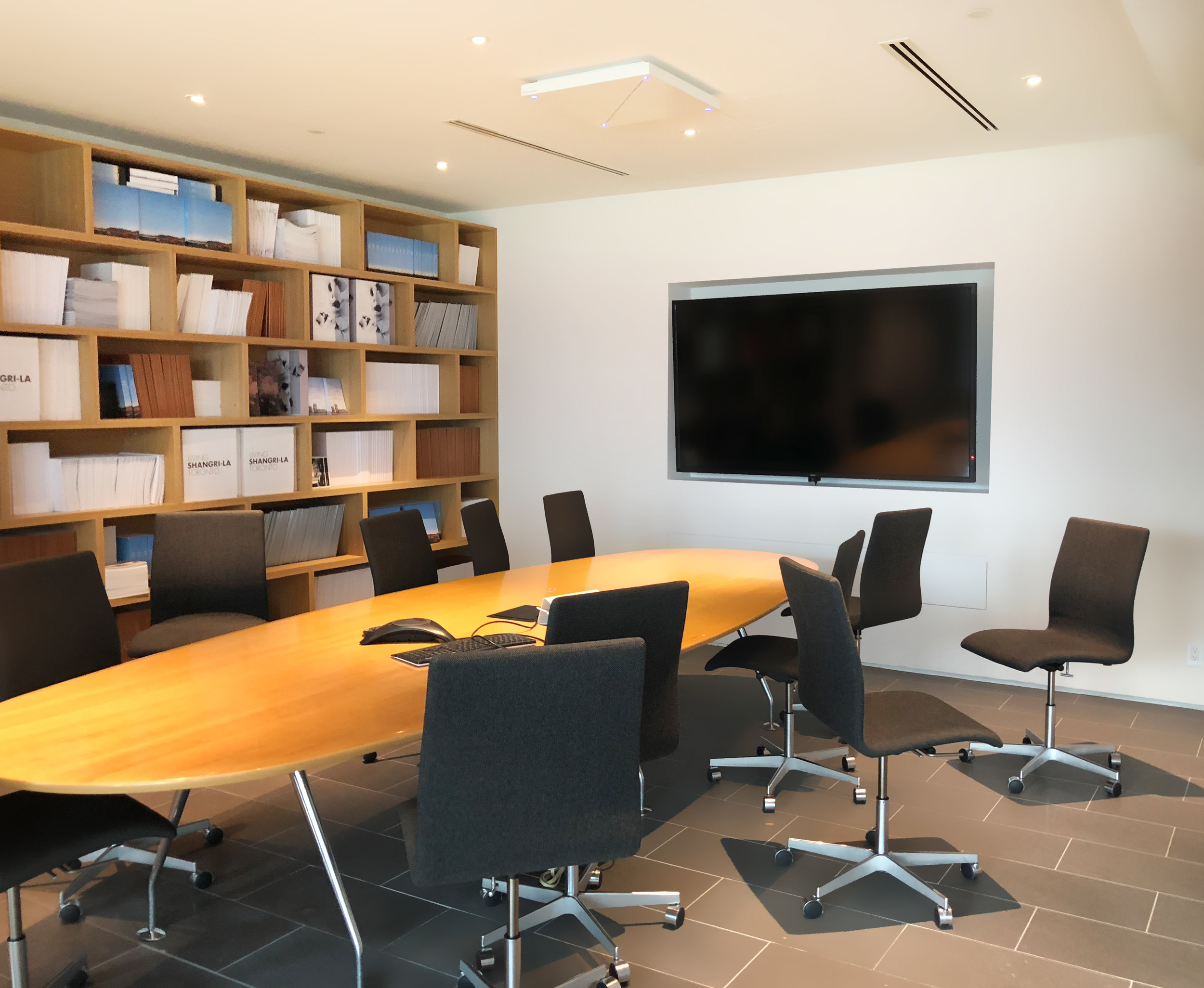 A highly utilized space in the office, this meeting room offers an ideal video conferencing capability, with a minute Panacast camera that captures every corner.