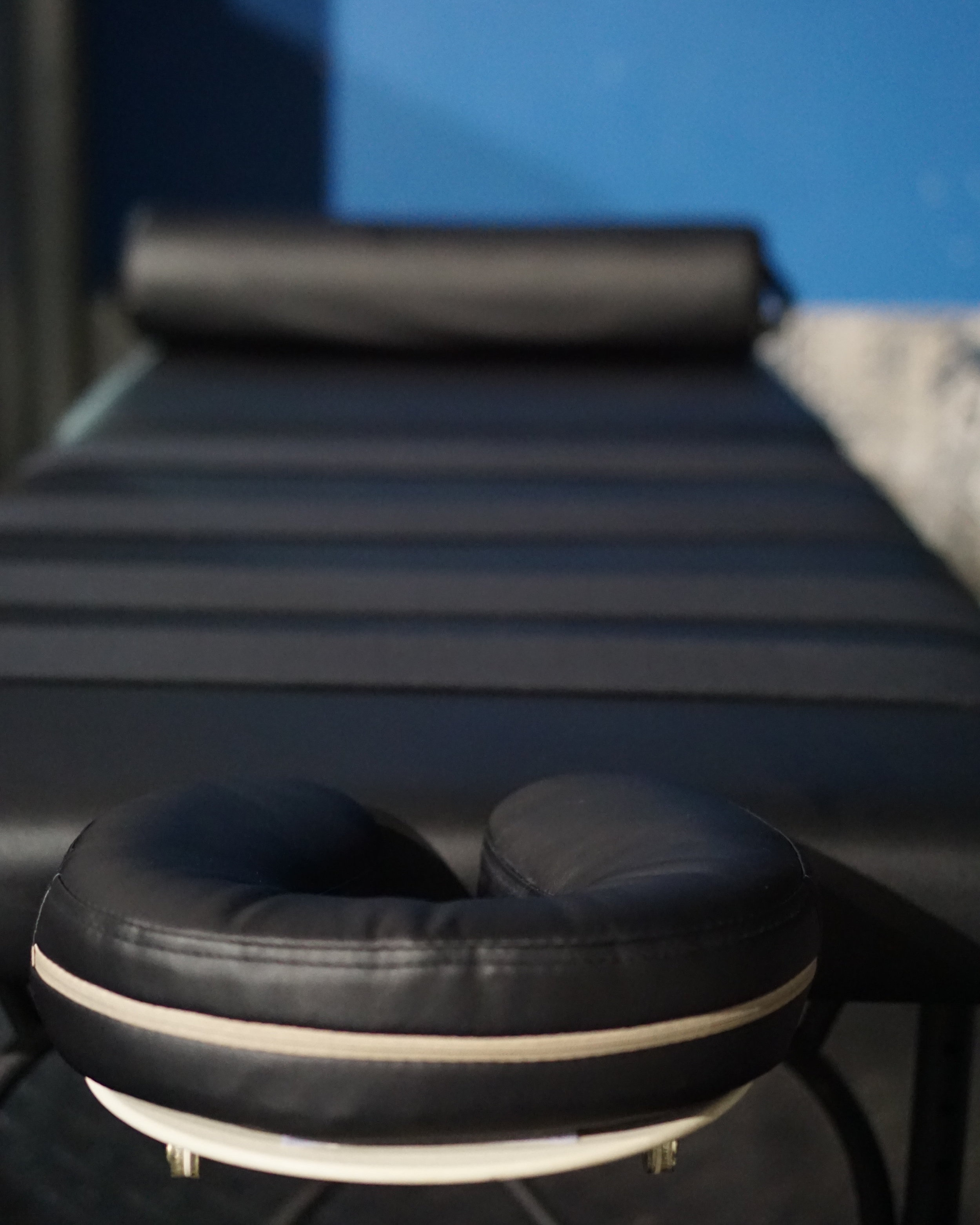"""Spot Cryotherapy - Our cryoTHERAPY spot treatment targetS very specific areas anD reduceS pain, inflammation and swelling. This can be used for a variety of ailments including post surgical treatment, rashes, tendonitis, arthritis, joint pain, eczema, psoriasis, sprains and strains. This is very similar to direct icing, although our 6 to 7 minute treatments bring benefits that exceed hours of icing due to this """"outside in"""" therapy."""
