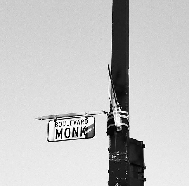 Image du panneau du boulevard Monk, au quartier Ville-Émard où est née la sauce piquante Monk.