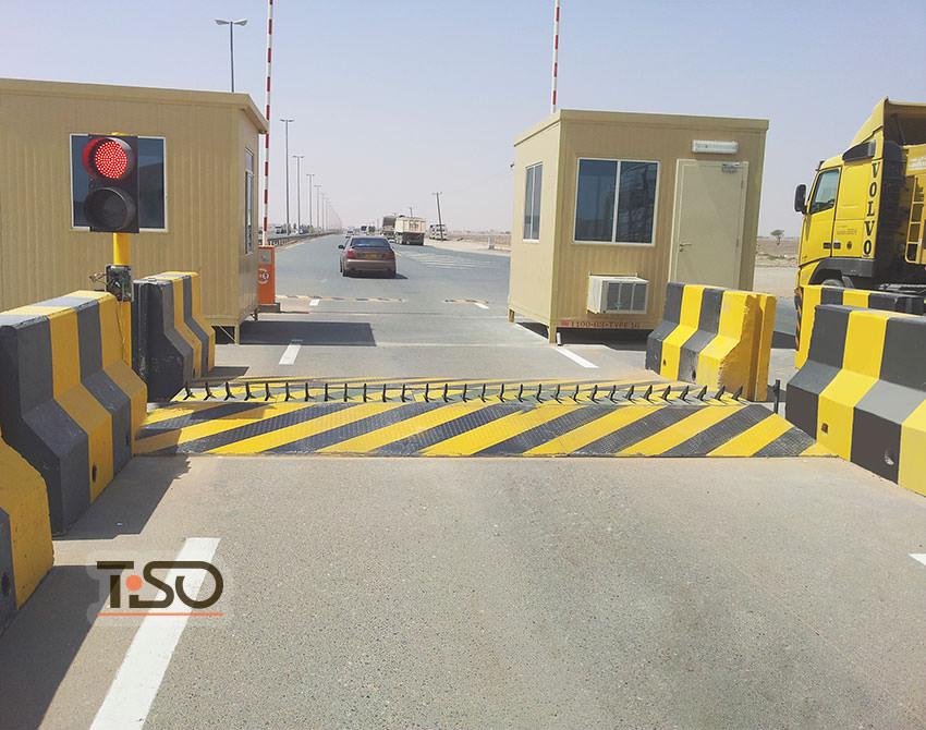 tire-killer-border-checkpoint-uae-oman-001.jpg