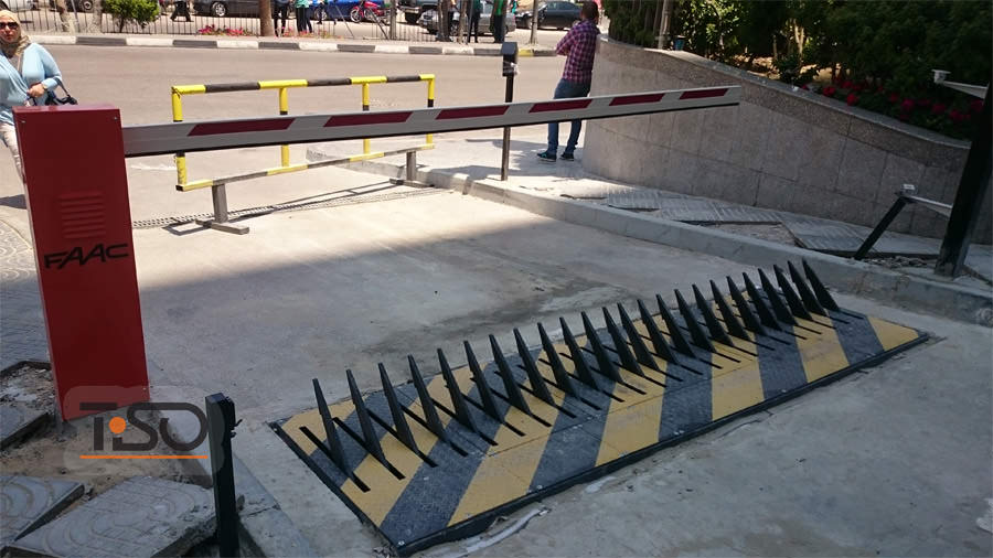tire-killer-barclays-bank-head-office-egypt-06.jpg
