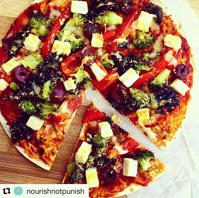 WEEKEND PIZZA INSPO 😍🤤 #Repost @nourishnotpunish ・・・ Hey guys! Try adding tofu to your pizza🍕 it's delicious!! Gluten free wrap, veggies, tofu, nutritional yeast and a sprinkle of vegan bio cheese🙌🏻 Super easy to make, healthy and yum😍 Perfect for a quick midweek lunch or dins👍🏻 Had a super fun weekend, hope you all did too💩 Off to rest in bed now hehe yay! Good night lovely souls😘 Snapchat: Nourishntpunish📷 #vegan #pizza #friendsnotfood #freetoeat #imafreestyler #freestylefoods