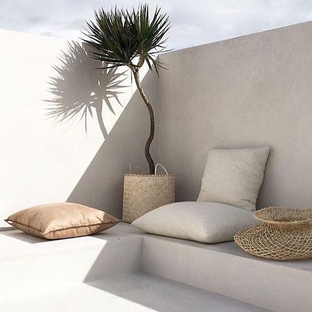 Summer inspo... #poolside always look forward to a change of season and love the simplicity of this poolside space.  #gettingreadyforanotherhotsummer 🌞