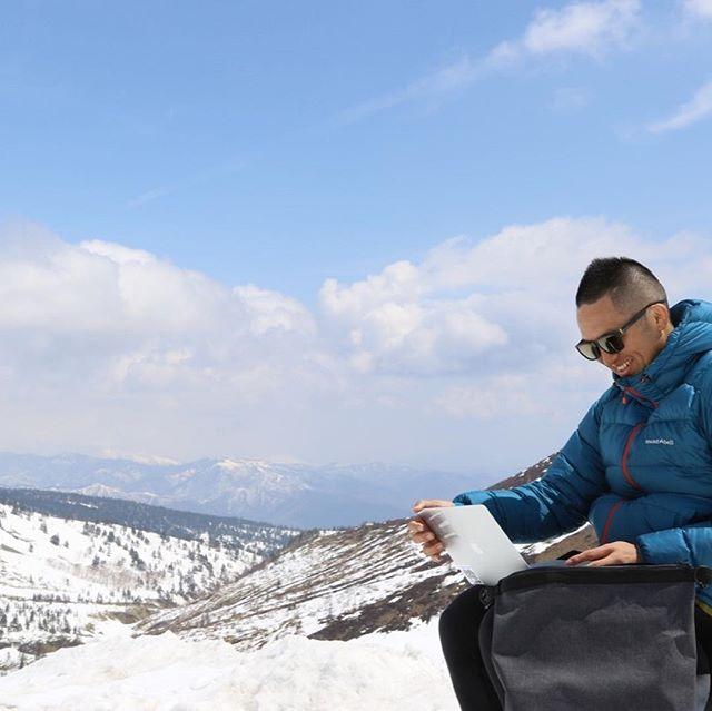 志賀草津ルートオープンしました!5メートルを超える雪廻廊の上でリモートワークはいかがですか?(^^) #志賀草津ルート開通 #志賀高原スキー場 #リモートワーク #志賀高原