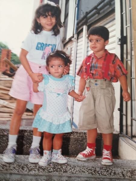 Marcela Rodgriguez-Campo center poses with older siblings.