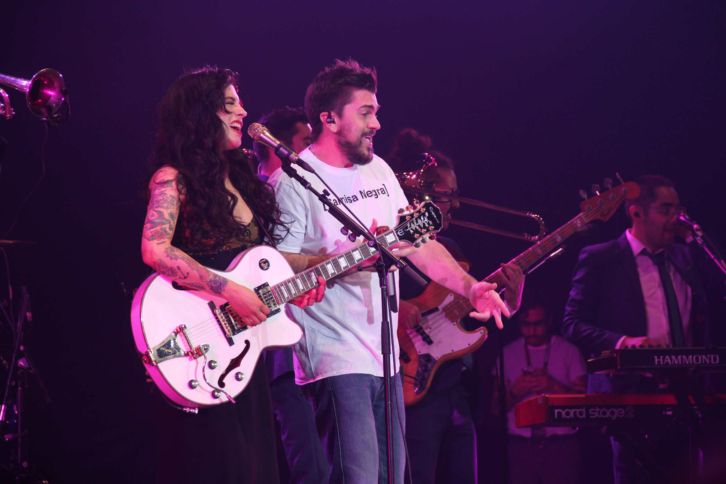 Juanes and Mon Laferte Duet